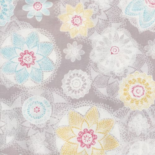 Tissu fleuri dentelle fond gris Dashwood studio