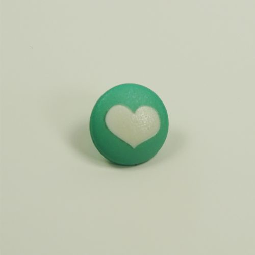 Bouton vert motif coeur
